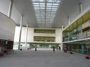 Auditório István Iancsó (exterior - saguão da Biblioteca).