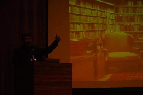 23/10. Slides de Pedro Puntoni, Mesa das Bibliotecas. Foto: Jorge Viana.
