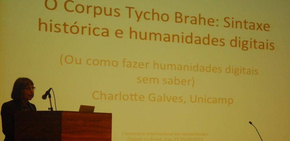25/10. Charlotte Galves, Mesa dos Linguistas. Foto: Jorge Viana.
