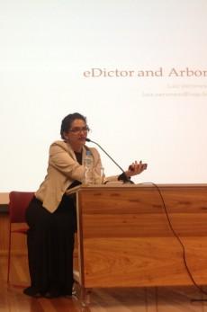 25/10. Maria Clara Paixão de Sousa (slides de Luiz Veronesi), Sessão de Projetos debates. Foto: Dália Guerreiro.